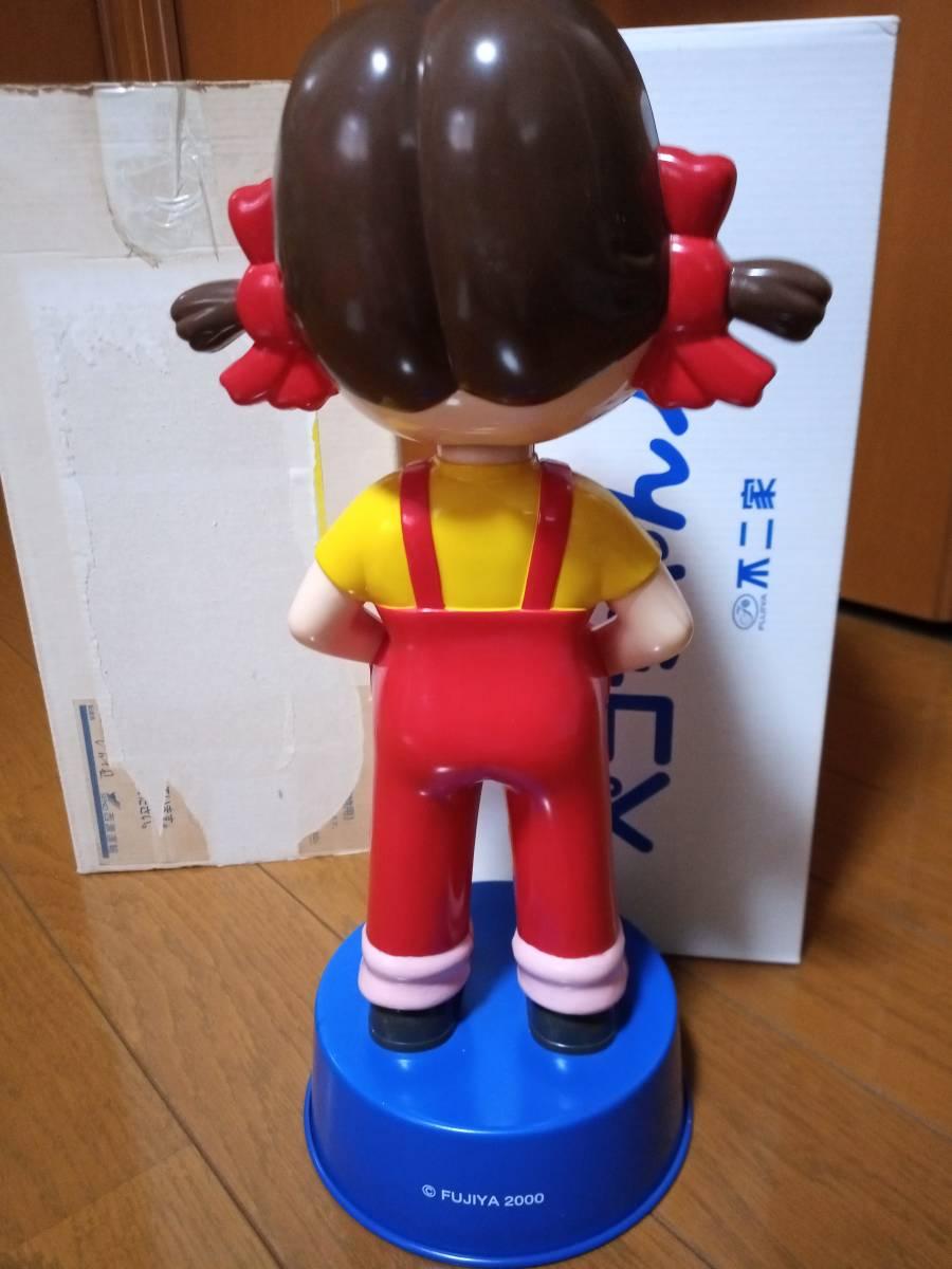 非売品 不二家 ペコちゃん 50周年記念 首ふり人形 金属製青台座 高さ約35cm 当選品_画像6