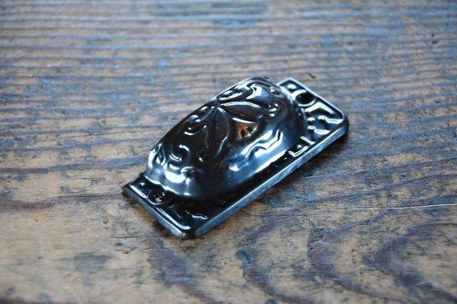 NO.2115 古い真鍮のブロンズ装飾甲丸面付取手 70mm 検索用語→A50gアンティークビンテージ古道具金物取っ手引手引き手小引き出し机_画像3