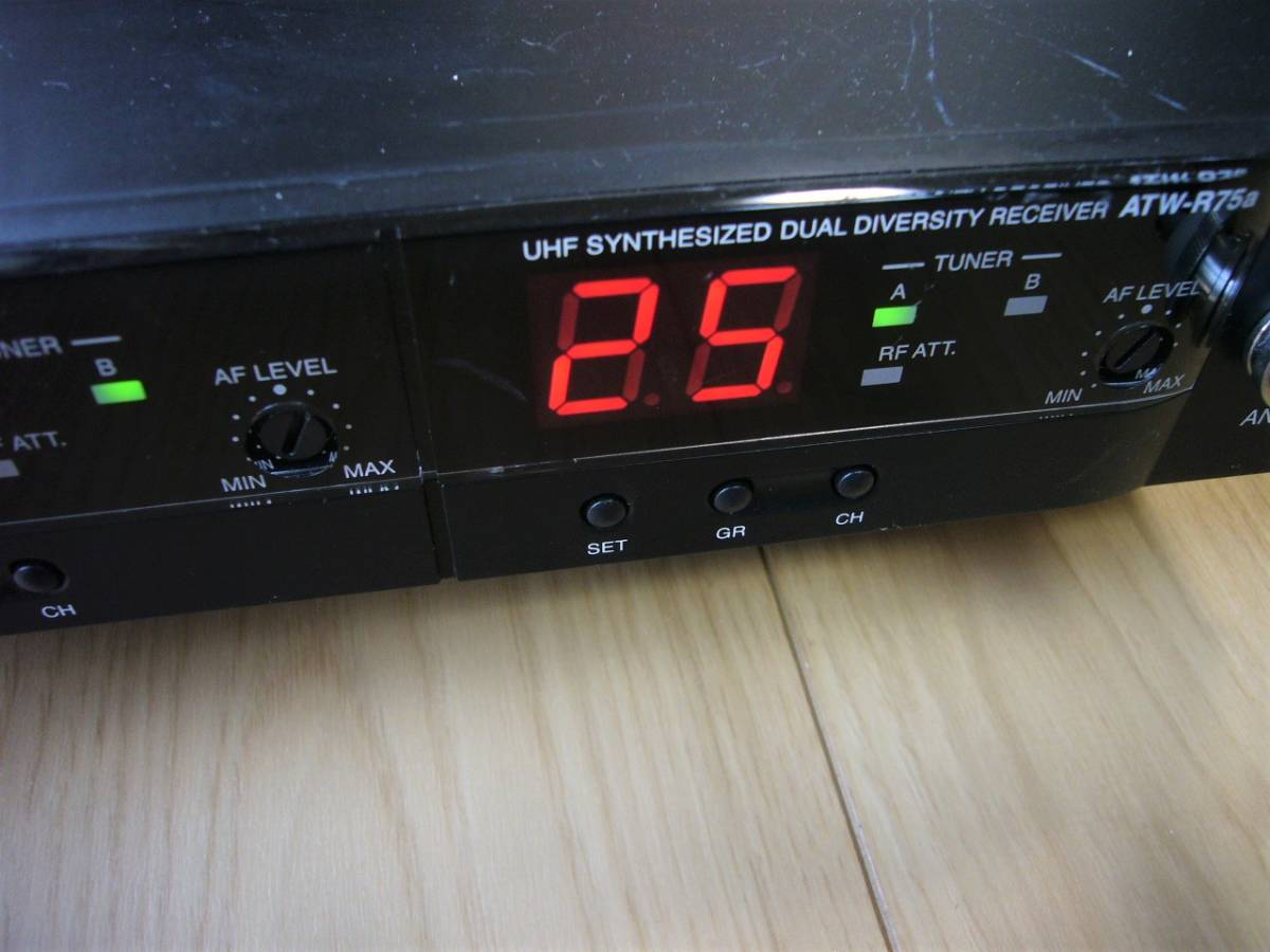 ♪ audio-technica 電波式ワイヤレスレシ-バ-・ATW-R75a 中古品 ♪_画像3