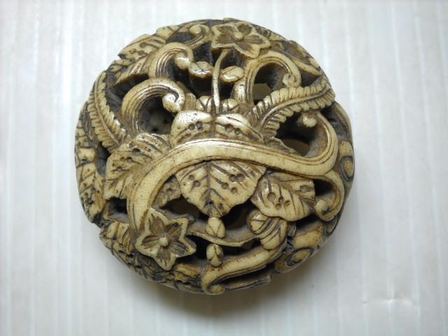 【蔵出】⑤古い骨製根付 草花図透かし彫 提げ物 時代物
