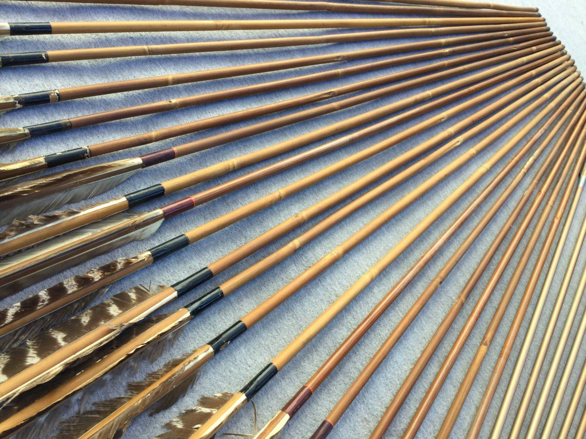 【杏】古い弓道道具「竹やカーボンの矢 35本まとめて」(検索弓具藤弦巻ゆかけ矢筒羽根ギリ粉)_画像10
