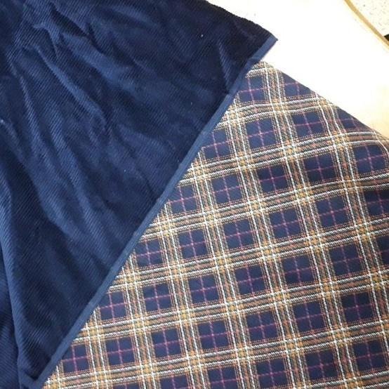紺色コールテン生地  88×154cm 裏地はチェック柄 手芸 裁縫 はぎれ 布