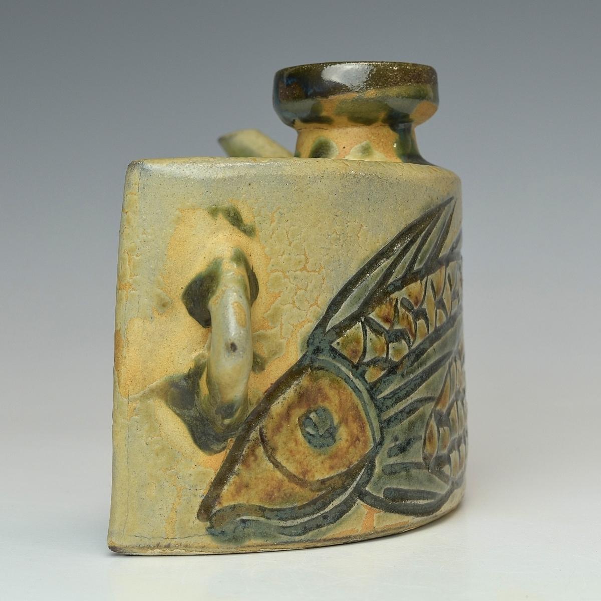 【趣楽】 人間国宝 金城次郎作 魚文抱瓶 酒器 本物保証 V1351_画像5