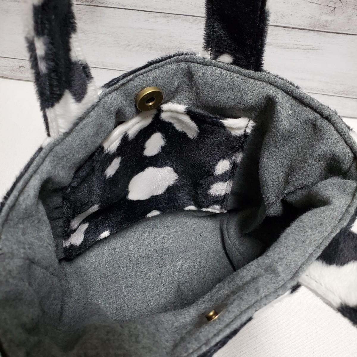ミニトートバッグ『フェイクファー 黒のうし柄』