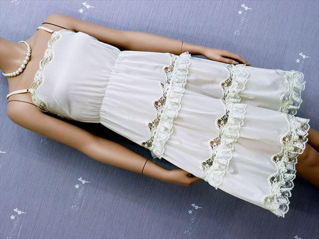 CE3-78☆セシール/日本製♪ドレスのような美しさ♪ウエストゴム入り*ストレッチスリップ*90※送料はゆうパケットなら250円♪_画像1