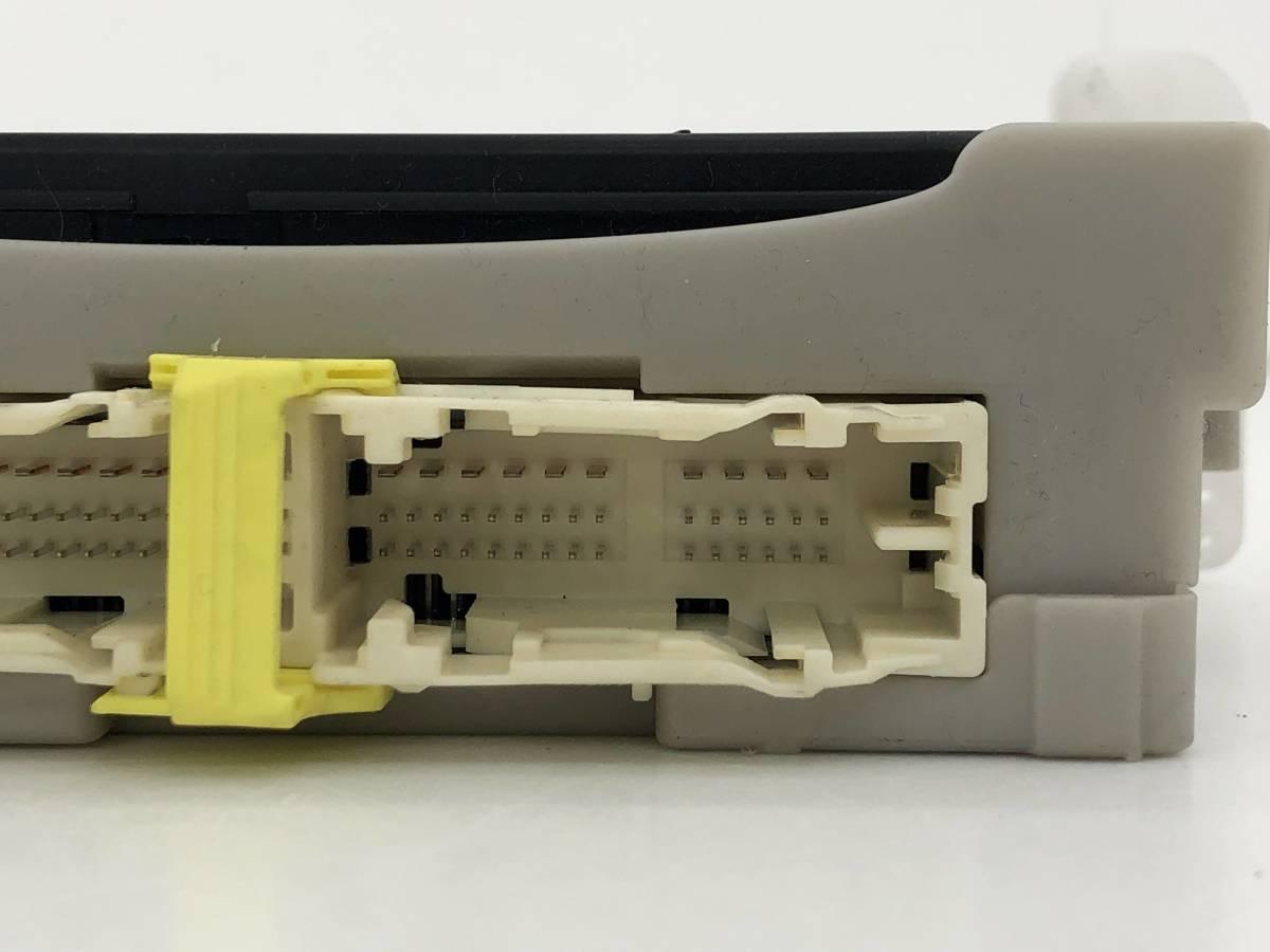 _b49753 トヨタ アクア S DAA-NHP10 ヒューズボックス 室内側 コンピューター 89221-52340_画像3