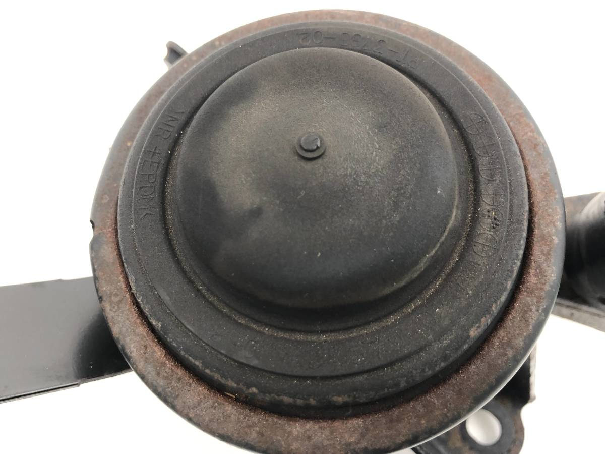 _b49753 トヨタ アクア S DAA-NHP10 エンジンマウント ブラケット 1NZ-1LM_画像2