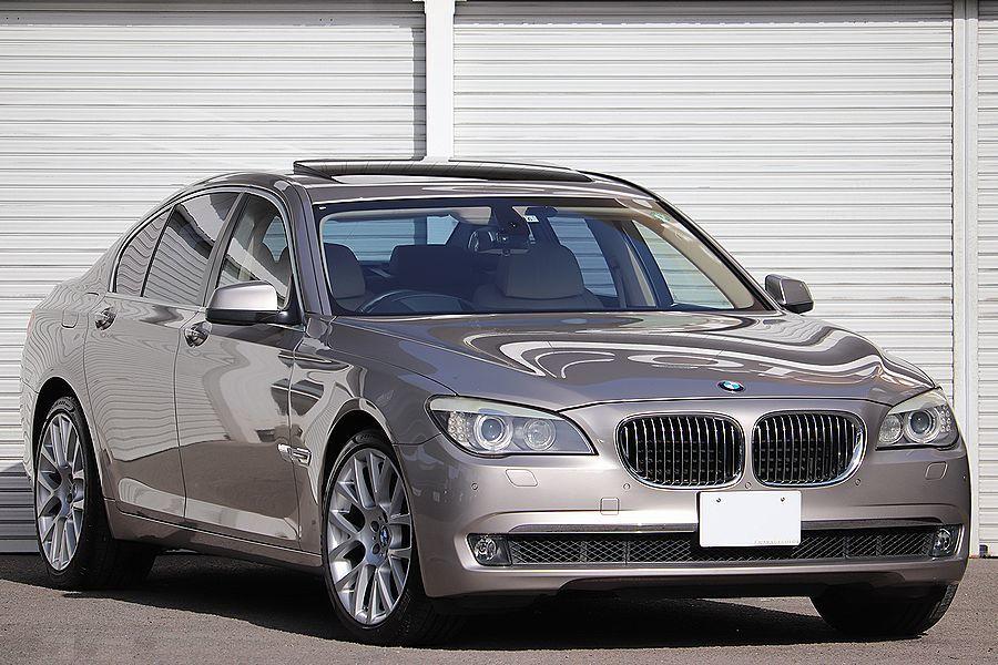 「【 カシミア・シルバー 】 2009y BMW 750i コンフォートPKG ツインターボ オプション多数 検R5/2」の画像1