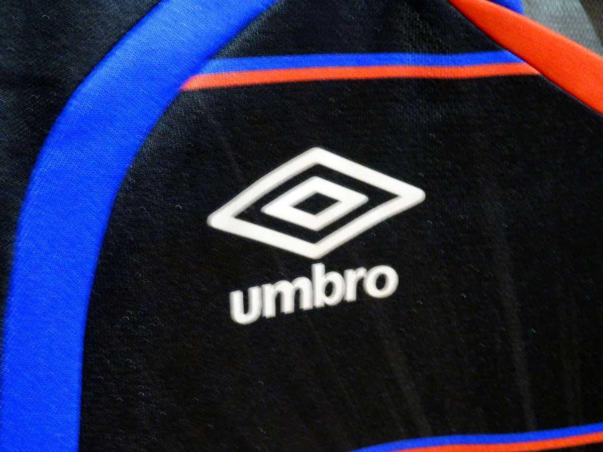 アンブロ UMBRO - サッカー FC東京 USED美品 半袖 ユニフォーム プラクティスシャツ SIZE:120 カラー:黒系 高機能高デザイン_画像7
