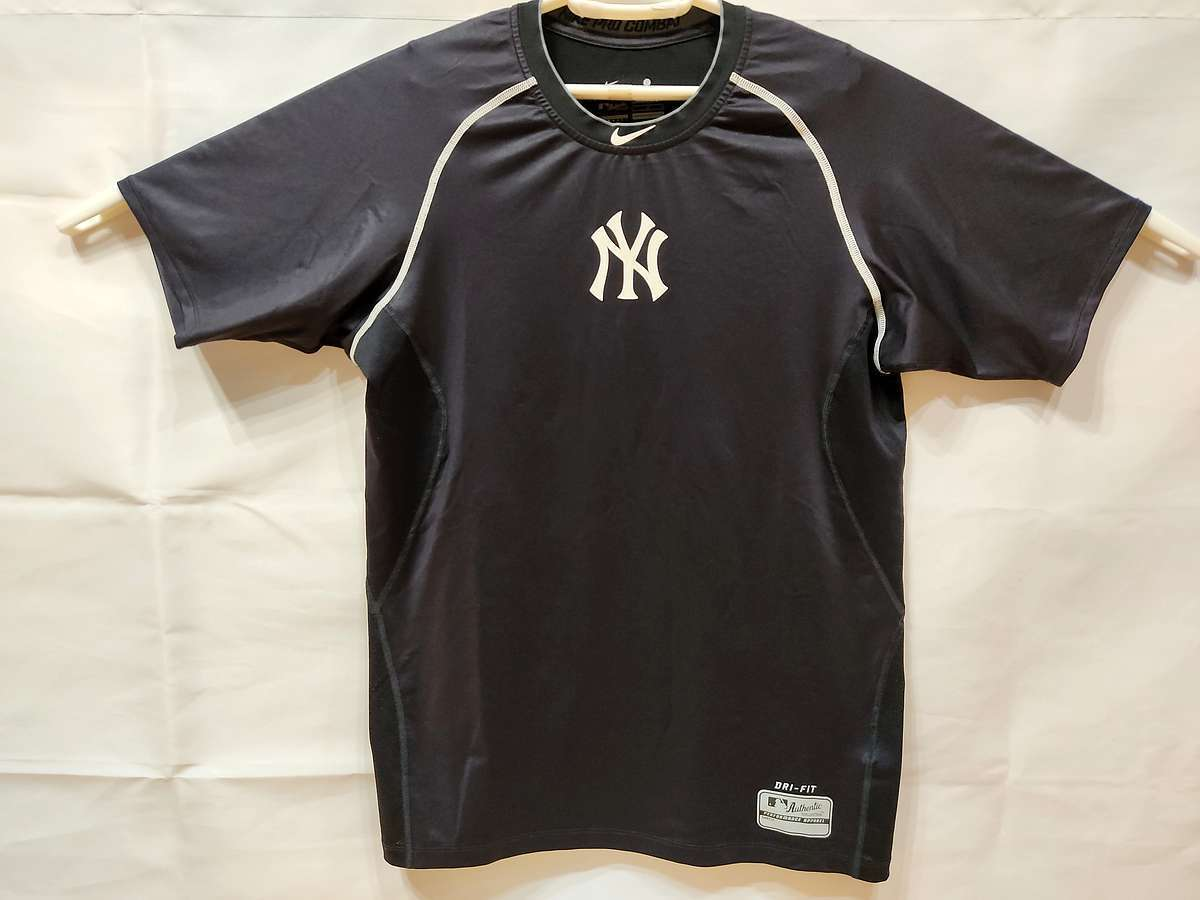 ナイキ NIKE - 野球 トレーニング USED美品 半袖 インナーシャツ コンプレッションウェア SIZE:L カラー:黒系 高機能高デザイン