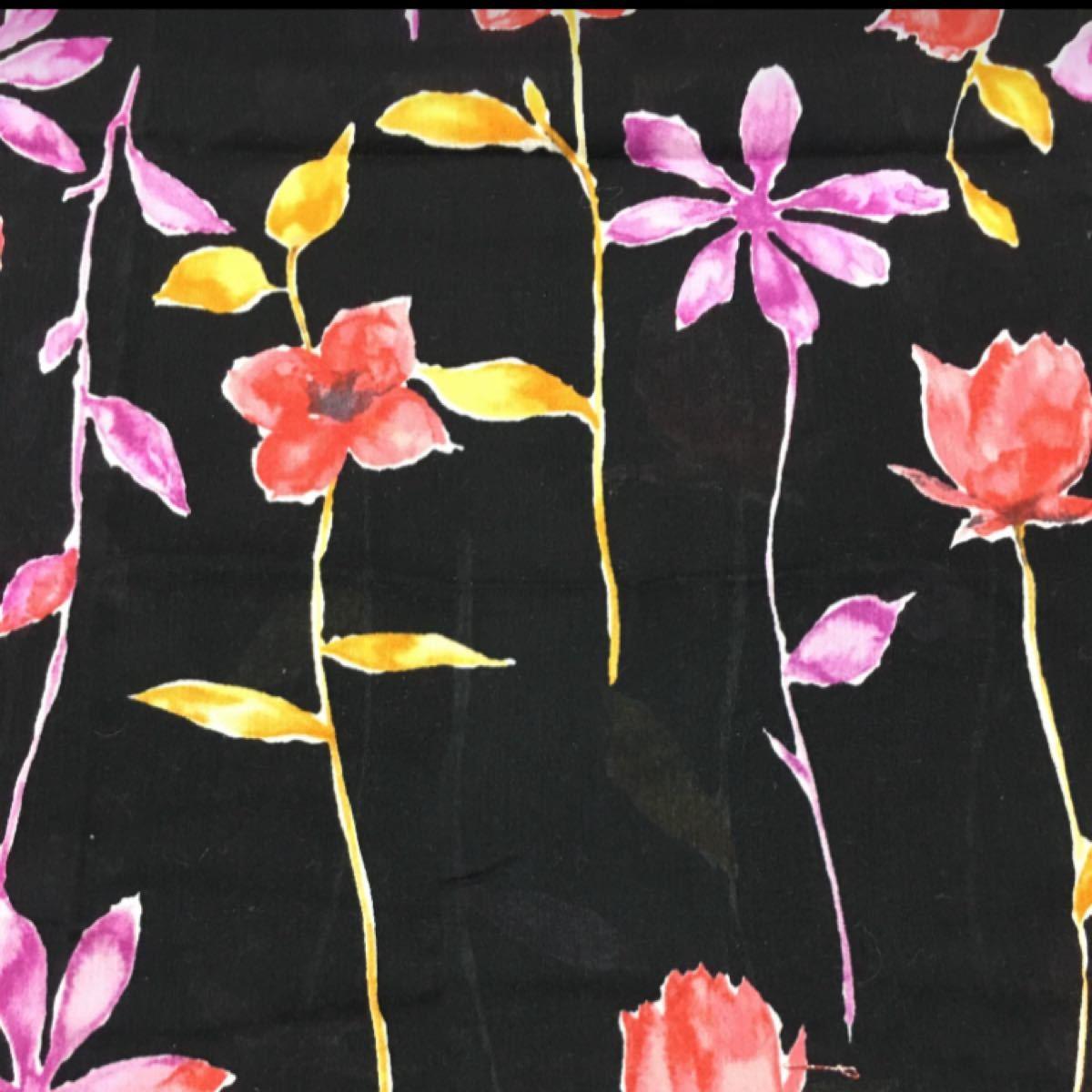 生地 ハギレ 黒地に花柄(若干透け感あり) 約横120×縦28