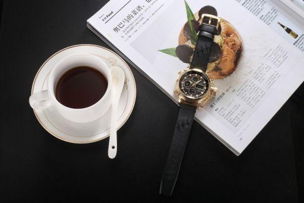 2019 Oulm ビッグサイズ軍事デュアルタイムデジタル腕時計メンズカレンダーアラーム多機能防水メンズ腕時計トップブランド高級_画像4
