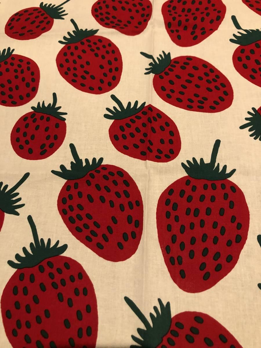 定外送込♪レア♪マリメッコ♪marimekko♪白地 赤 PIENI MANSIKKA 柄 イチゴ 生地 布 バッグ  ハンドメイド_画像1