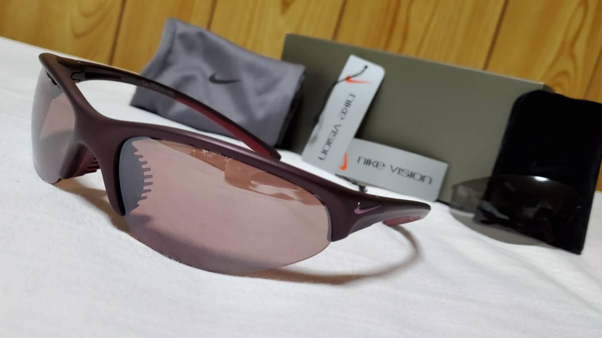 正規美 ナイキ NIKE エンブレムロゴスポーティーサングラス 偏向ミラーレンズ×スモーク黒レンズ SET 軽量スポーツモデル 付属有 男女兼用