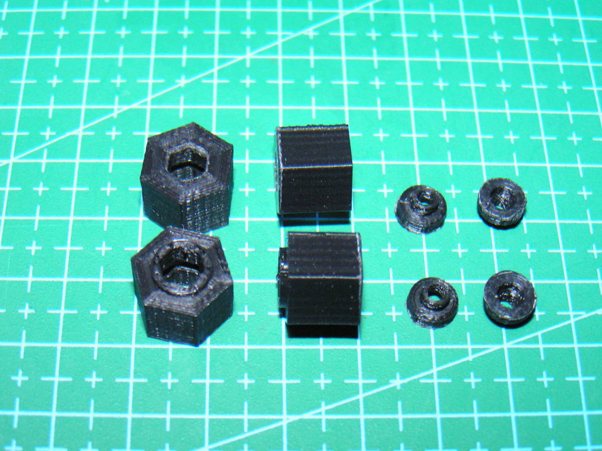 3DプリンタPLA+ 1/10 WPL D12用 5mm→12mmホイール変換ハブ 〔1台分〕 スズキ キャリイ トラック ラジコン RC_部品切出し状態
