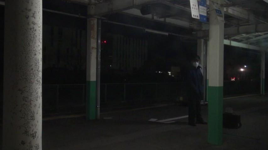 583系伊東臨 車窓 弘前→伊東 (BD-R DL2枚組)_深夜の新津駅に運転停車