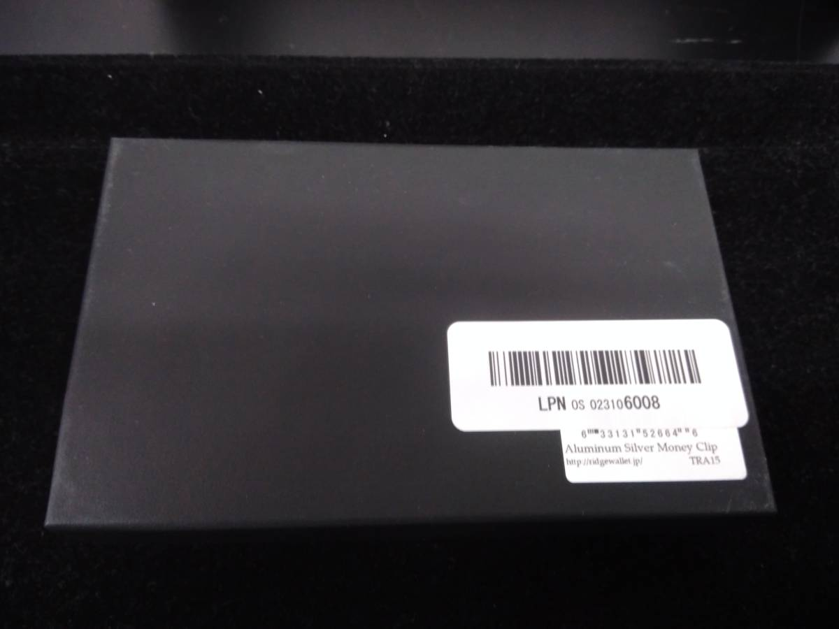 美品 サイズ 縦5cm 横8.5cm 暑さ0.7 the RIDGE アルミニウムカードケース マネークリップ付き シルバー ザリッジ_画像4