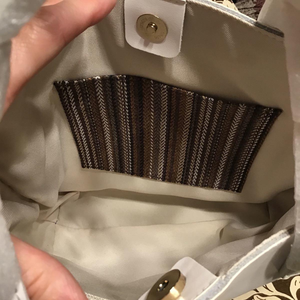 バックインバック付きレザーハンドバッグ
