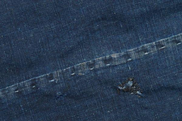 2135F11◆家紋風呂敷◆ボロ◆藍染木綿古布◆筒描き◆家紋(向かい蝶)◆BORO◆ANTIQUE◆リメイク素材_画像5