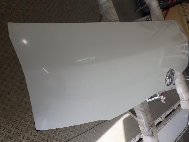 200系 ハイエース レジアスエース 標準用 ボンネット フード 058 ホワイト 白 53301-26080 中古 即決_画像2