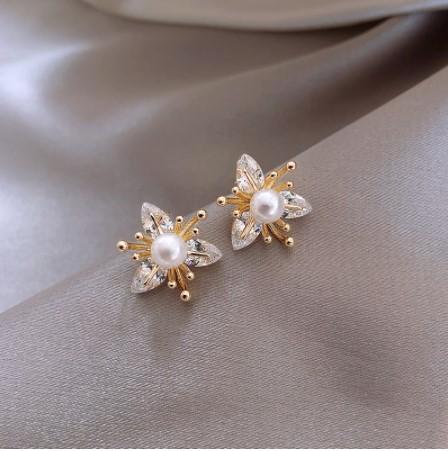 A114 ピアス アクセサリー 女性 ファッション クリスタル花スタッドピアス 契約真珠モデリング ジュエリー 女の子 | 1円即決価格!  _この商品はピアスです。