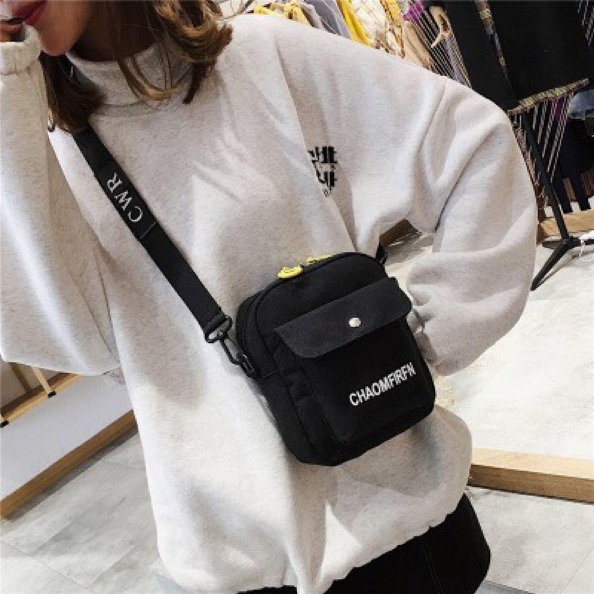 ショルダーバッグ 新品未使用 レディース メンズ ミニショルダーバッグ 黒 韓国 ロゴ入り コンパクト カジュアル