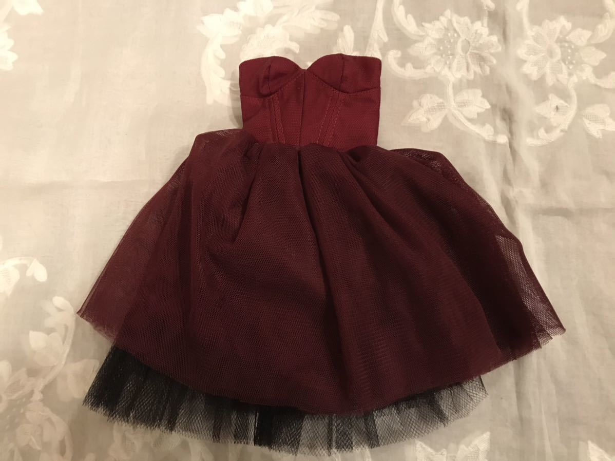 SD13サイズ 赤紫のドレスセット_後ろファスナーです。