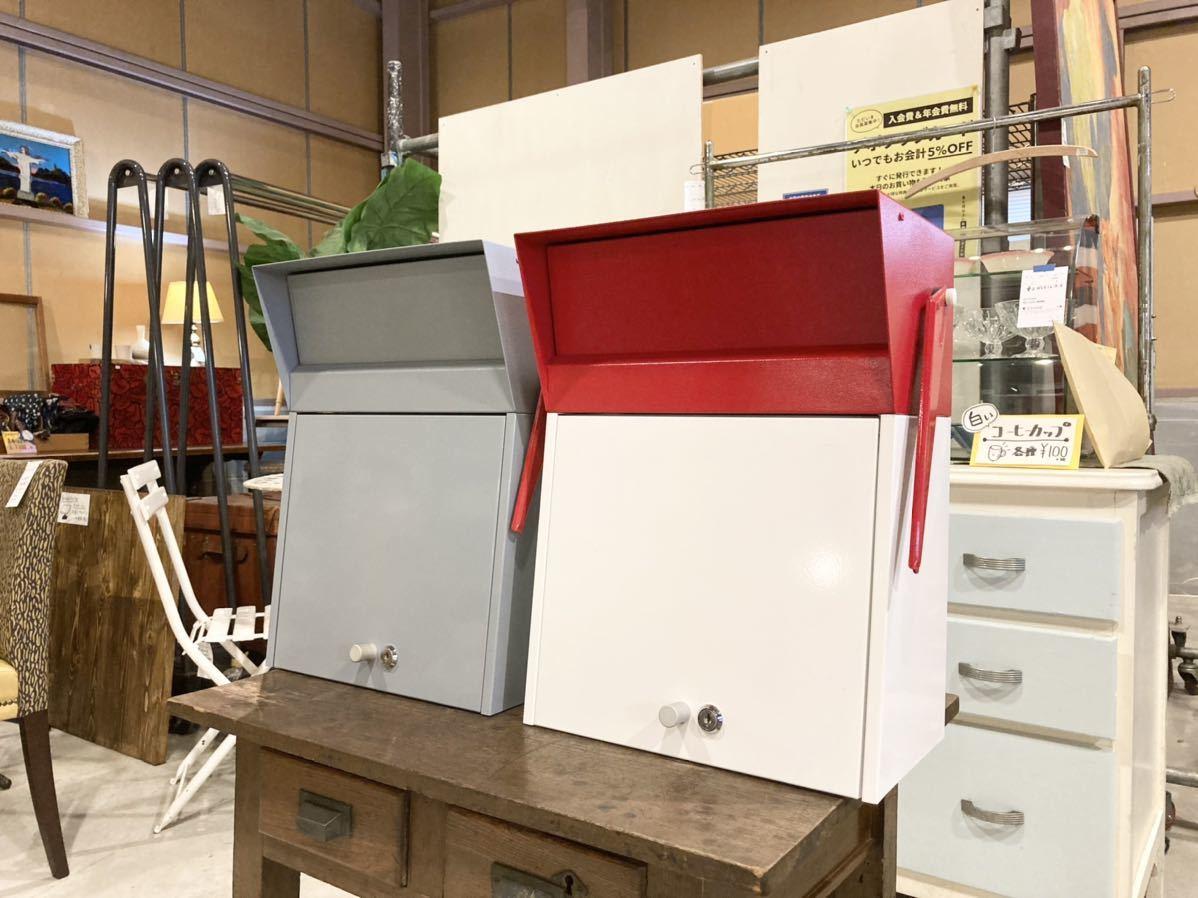 ■【展示品】HAMOSA ハモサ メルローズポスト 赤/白 郵便受け 壁付け カギ付き A4サイズ収納可能 ビンテージ風でおしゃれ フラッグ付き■ _カラーは2色。グレーは別出品しています。