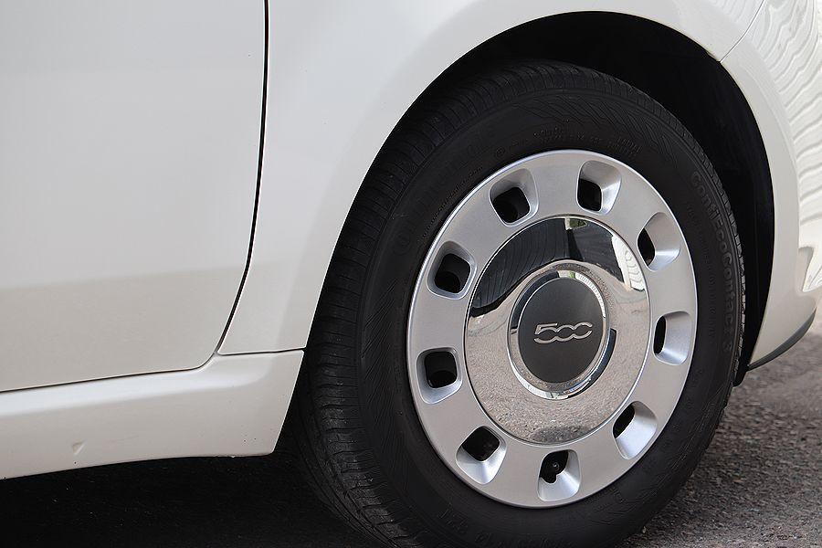 【 限定車 / スーパーポップ3 】 2014y FIAT 500 1.2 専用装備 内外装美車_ビンテージスタイル ホイールカバー