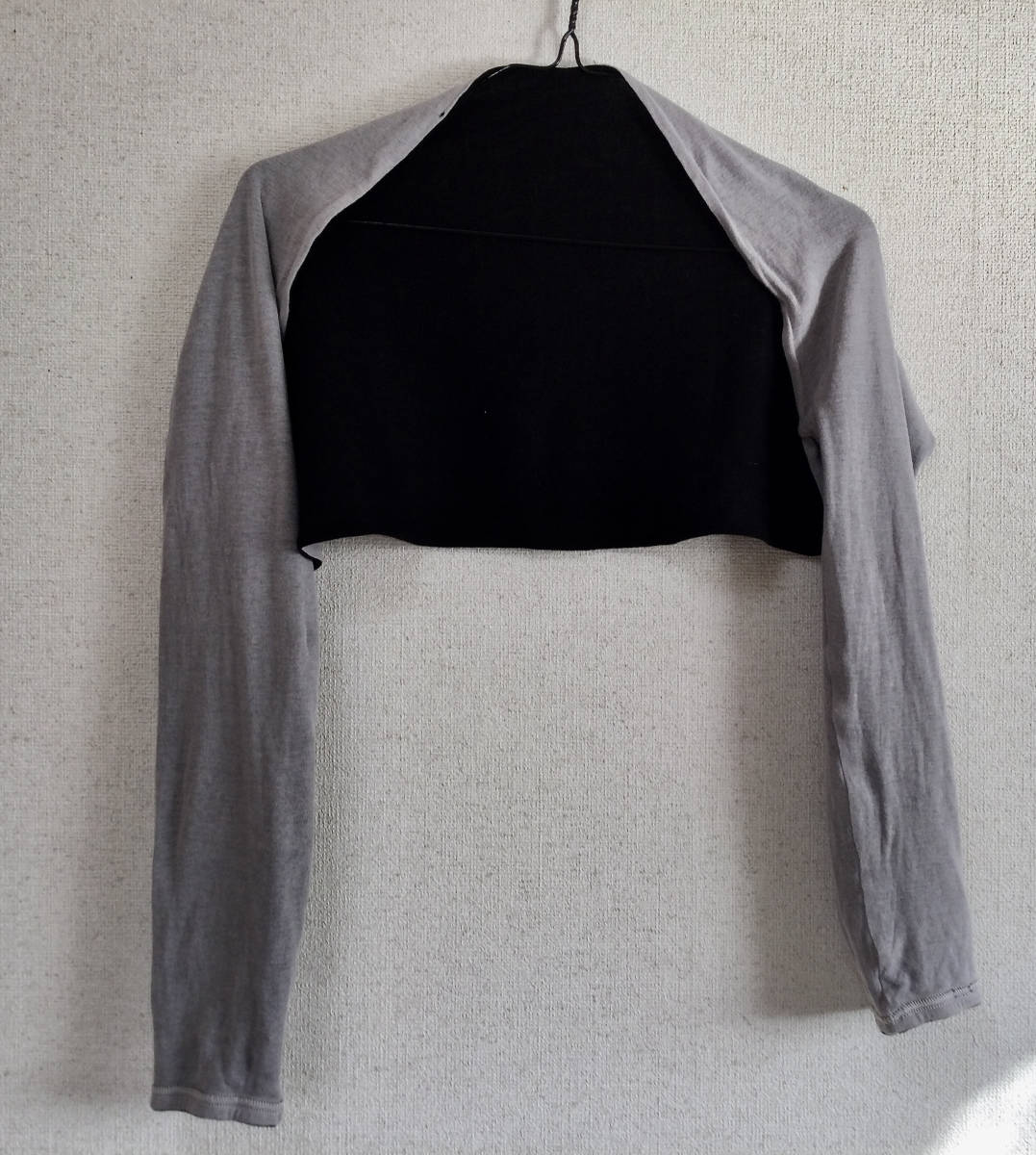 アームカバー 着るアームカバー  リバーシブル 黒xグレー_画像2