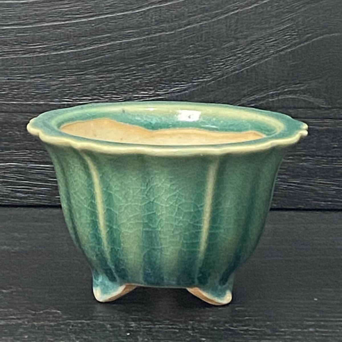 NC08-2 中国広東鉢 盆栽鉢 緑釉外縁輪花小鉢  中古品 3号 直径12cmx高さ7.5cm (ヒビ割れの様な模様は 割れでは有りません)
