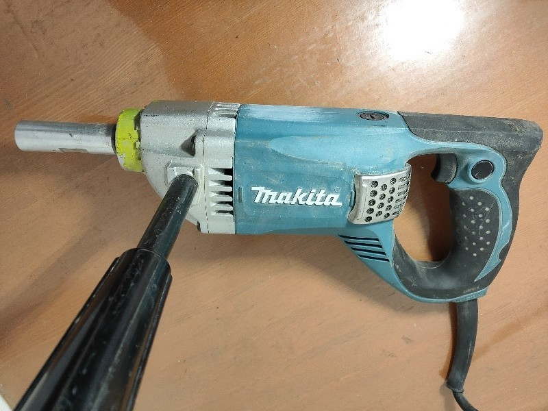 【電動工具】【値下げしました】マキタ:カクハン機 UT2204 羽根径220mm 高粘度材料用 動作確認済_画像2