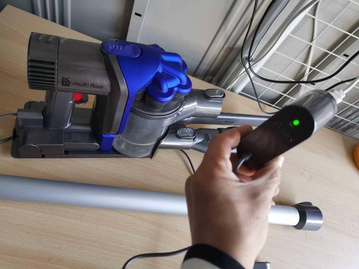dyson ダイソン コードレスクリーナー ダイソンDC35 掃除機 通電OK ジャンク扱い 現状販売_画像2