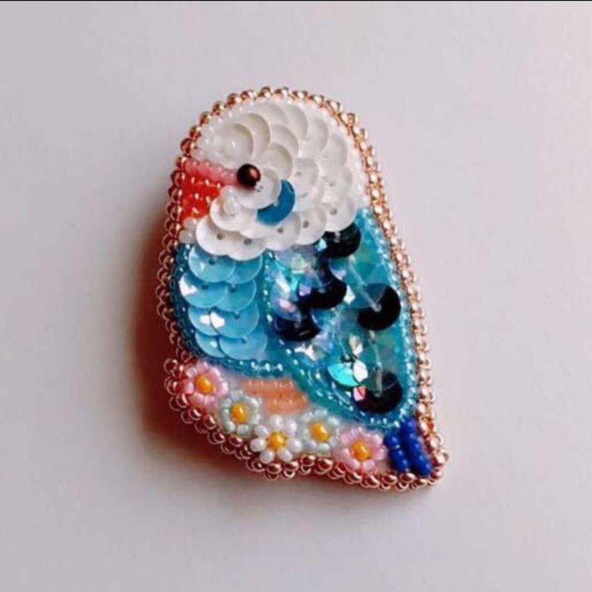 ハンドメイド ブローチ インコ 小鳥 鳥 雑貨 グッズ アクセサリー 刺繍 ビーズ 手作り スパンコール  花 セキセイインコ 青