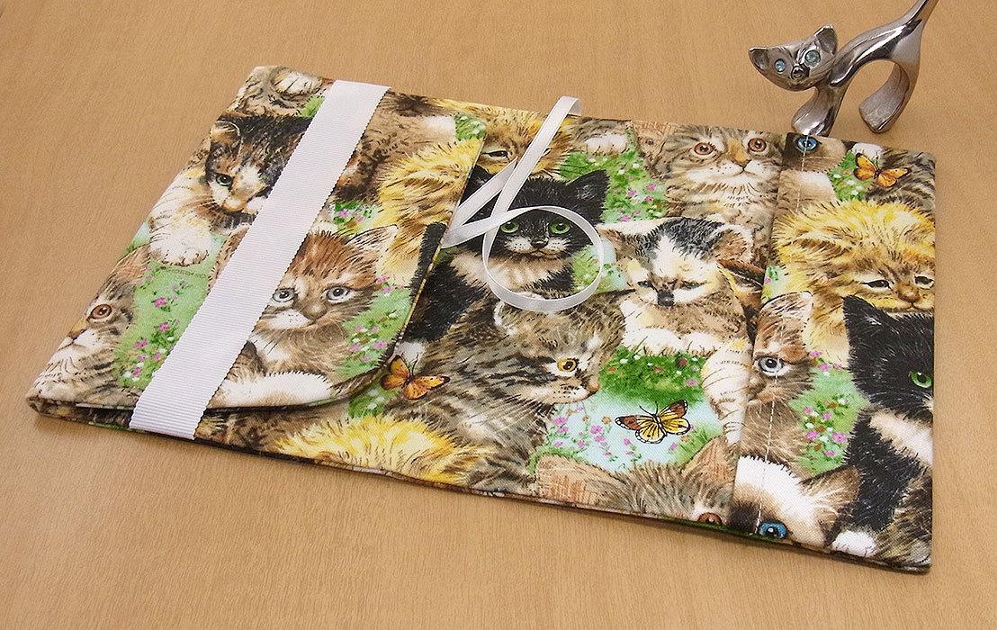 35 B ハンドメイド 手づくり 文庫本② ブックカバー 子猫 草原 蝶々 かわいい 猫 ねこ ネコ キャット cat プレゼント 贈り物_調整可能です。