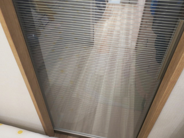 23462■室内用 ガラススライドドア 1枚組 W685×H2140 吊り型 上部レール付■展示品/取り外し品_画像3