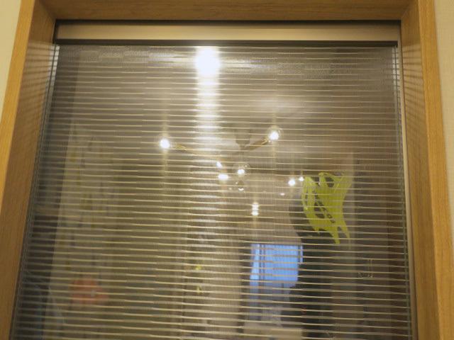 23462■室内用 ガラススライドドア 1枚組 W685×H2140 吊り型 上部レール付■展示品/取り外し品_画像2