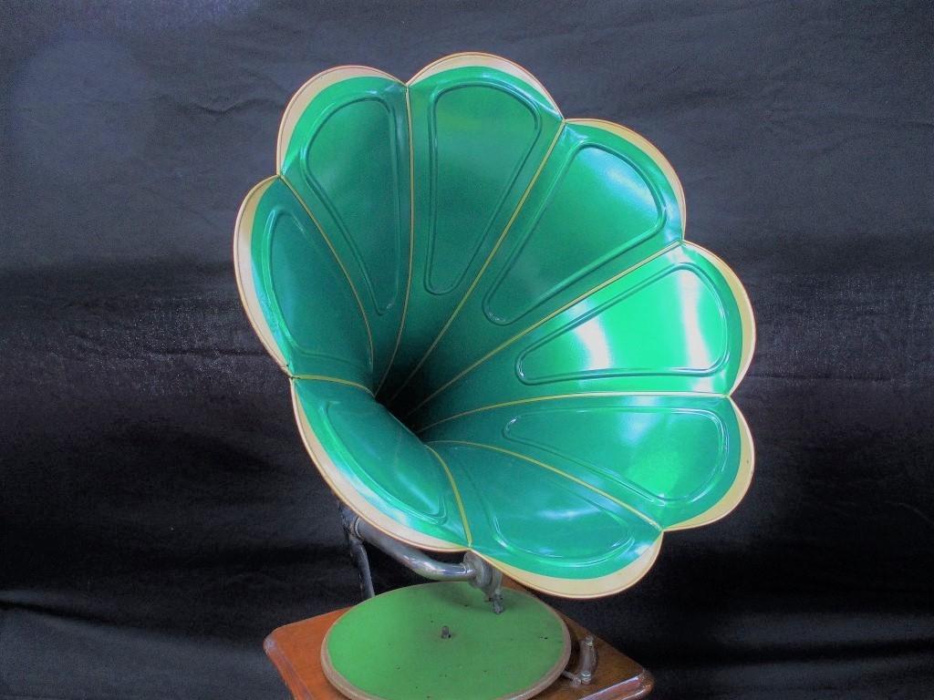 NIPPONOPHONE ニッポノホンの蓄音機に付いていたラッパです 朝顔花形八枚弁 緑色 喇叭 蓄音器 明治時代~大正時代  アンティーク