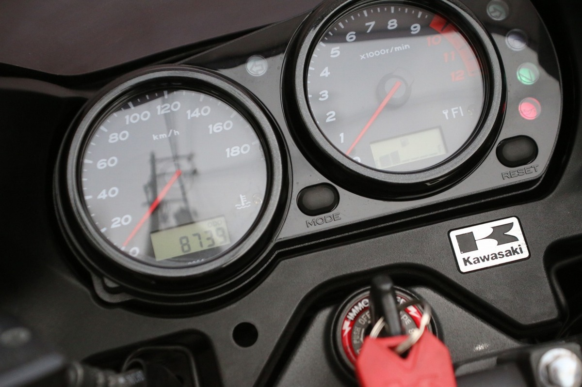 「ZRX1200DAEG ダエグ/メタリックスパークブラック/走行少ない8800km/ノーマル車両/厳選車両/車検R4/10まで有り/写真70枚以上/早い者勝ち特価」の画像3