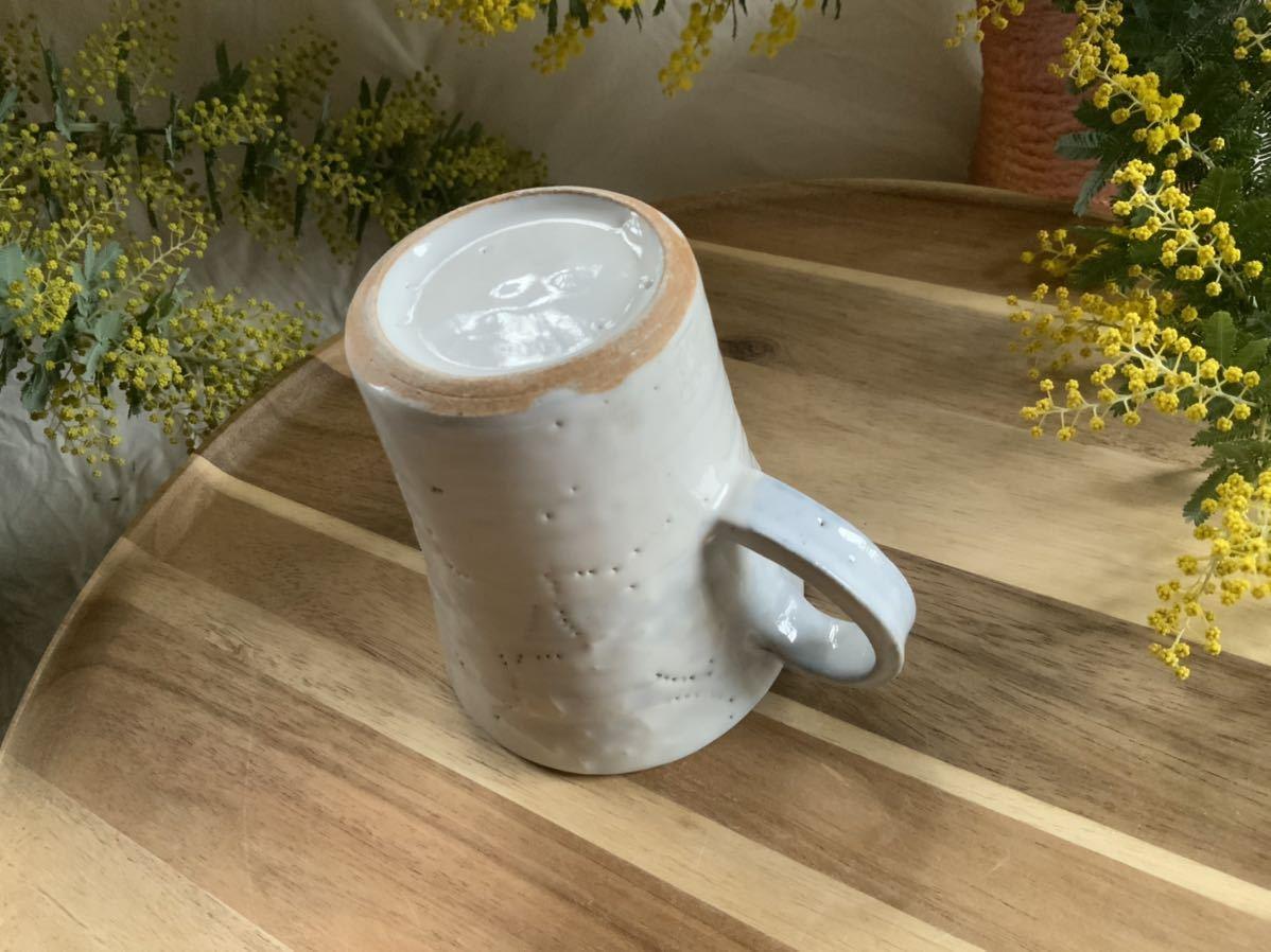 159 マグカップ コーヒーカップ お花模様 ホワイト ライトブルー オブジェ インテリア 陶器 釉薬_画像4