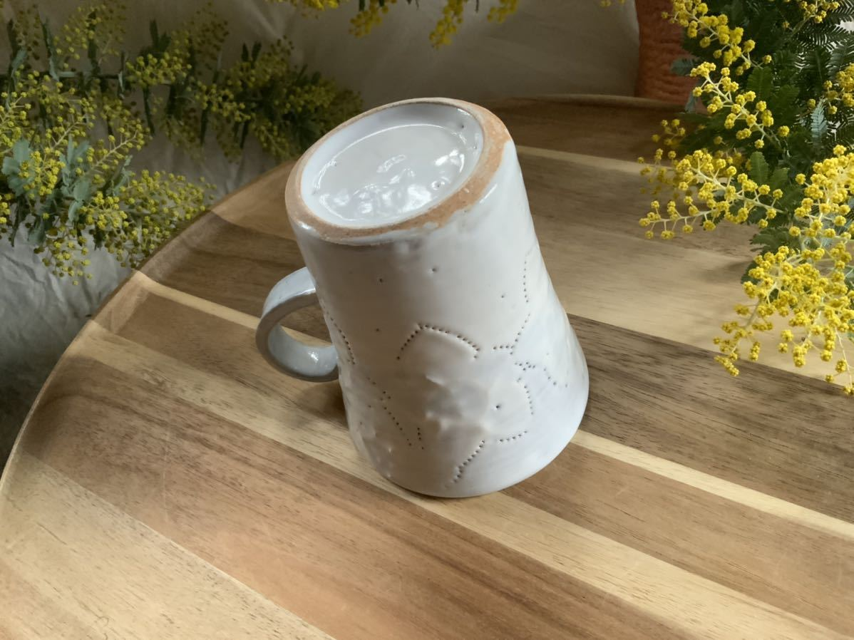 159 マグカップ コーヒーカップ お花模様 ホワイト ライトブルー オブジェ インテリア 陶器 釉薬_画像5