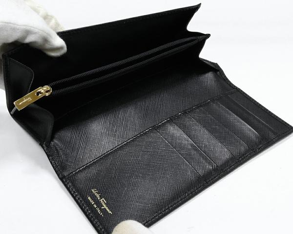 サルヴァトーレ・フェラガモ ヴァラ カーフ 黒 22B559 ファスナー長財布(小銭入れあり)_画像3