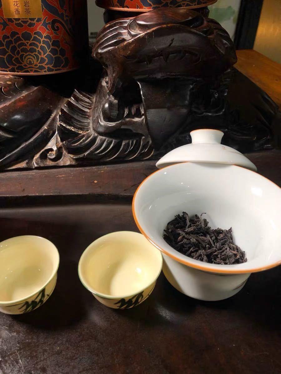 烏龍茶(ウーロン茶) 武夷岩茶 大紅袍 250g缶入り 新品 訳あり 缶に凹み