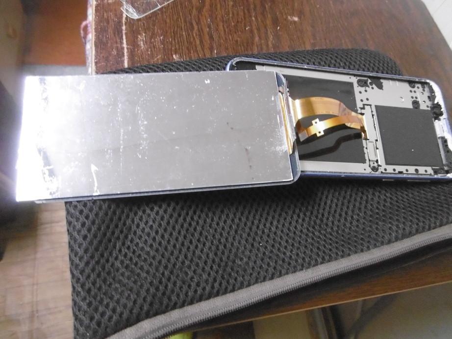 【ジャンク品】SH-M08 ※画面割れ、液晶不良、本体傷多数、箱付き_画像7