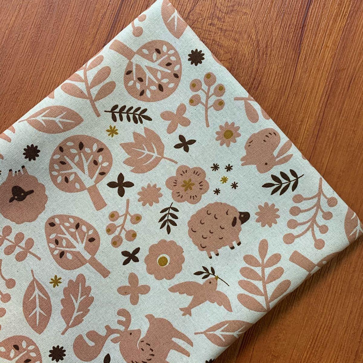 北欧風の森 綿麻キャンバス 森の動物たち 生成り 110×100 商用利用可能 国産 コットンリネン