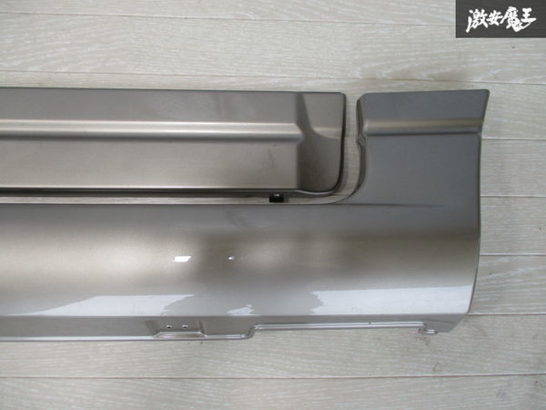未使用品 スズキ純正 JB23W ジムニー 4型 サイドステップ サイドスカート ドアパネル付 右側 運転席側 ゴールド系 24-99064-879 即納_画像3
