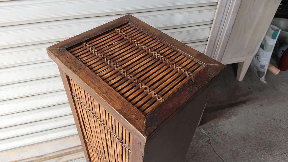 旧家買い取り品 収納箱 小引き出し 編み物 竹製 木製 昭和レトロ アンティーク 古い 収納棚 小物入れ _画像4