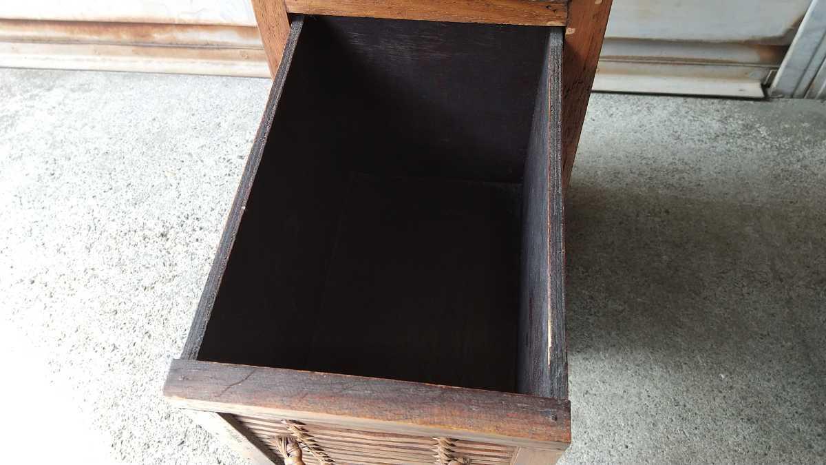 旧家買い取り品 収納箱 小引き出し 編み物 竹製 木製 昭和レトロ アンティーク 古い 収納棚 小物入れ _画像6