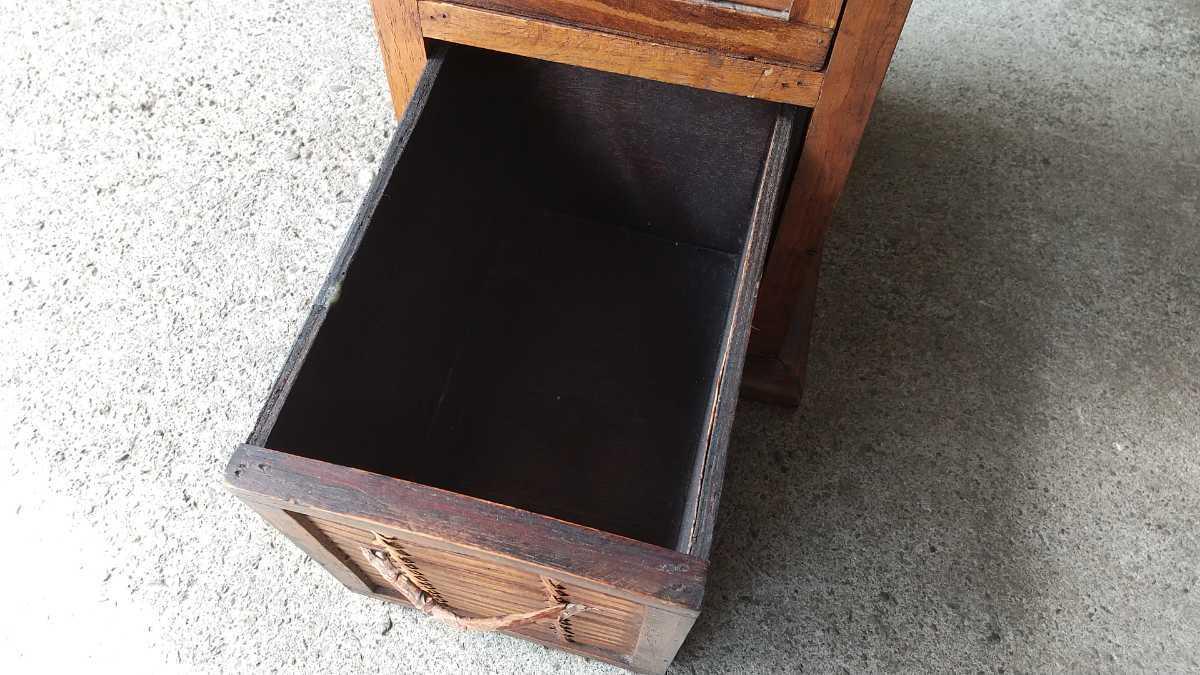 旧家買い取り品 収納箱 小引き出し 編み物 竹製 木製 昭和レトロ アンティーク 古い 収納棚 小物入れ _画像5