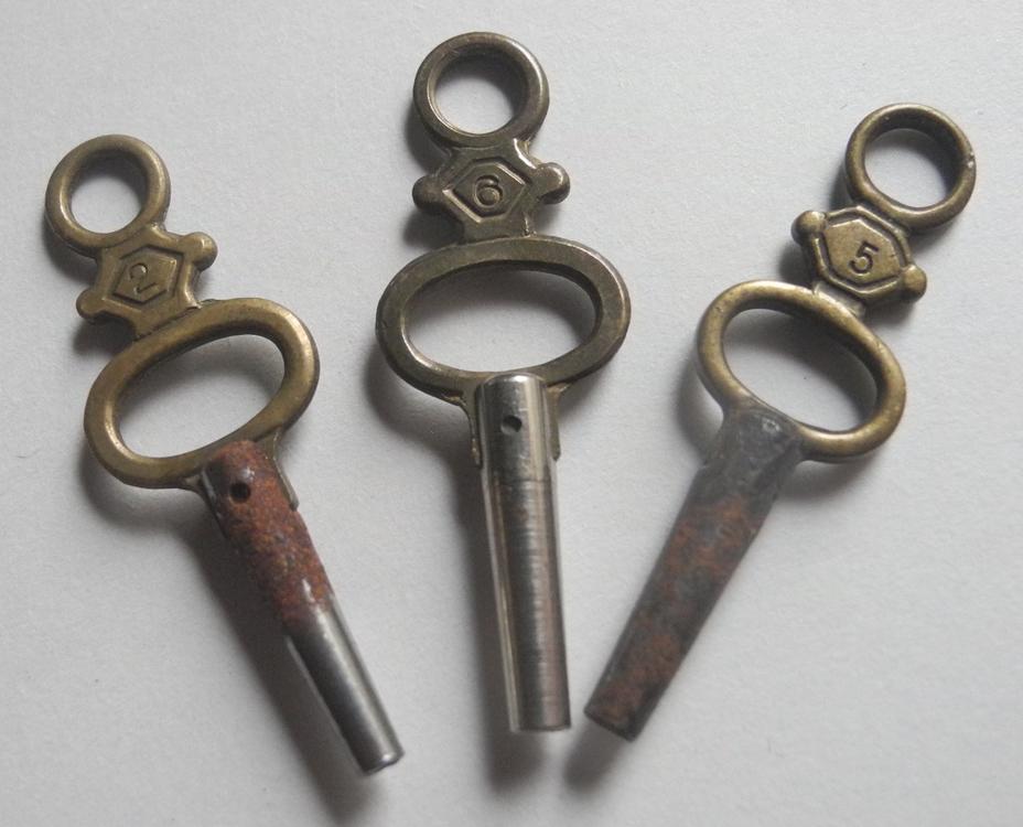 アンティーク 機械式手巻き時計用 鍵巻き3本セット 懐中時計 チャーム アクセサリーにも ビンテージ ヨーロッパ_画像1